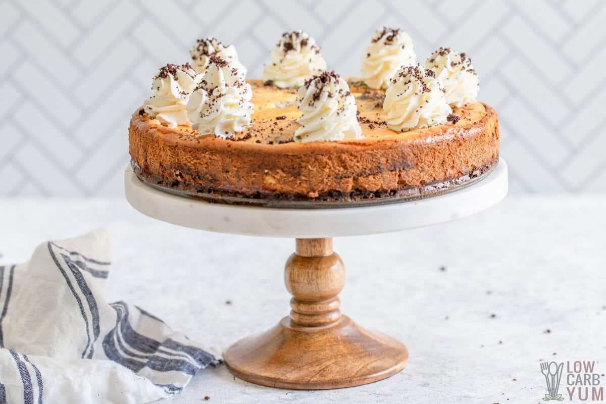 baked cheesecake on stand
