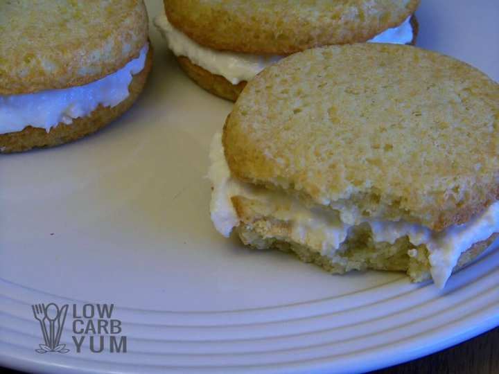 Low carb banana whoopie pies bite