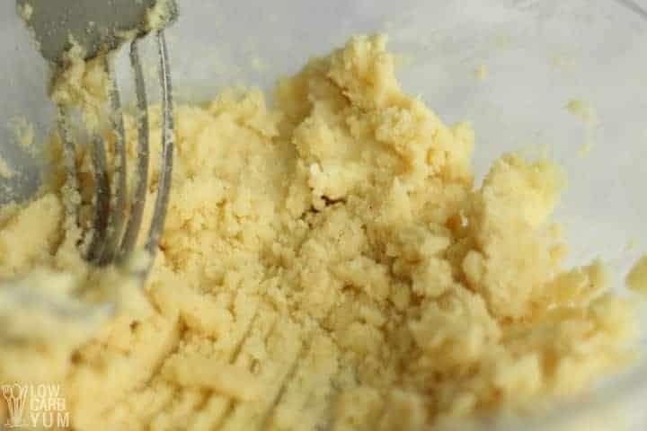 Cutting into the crust dough