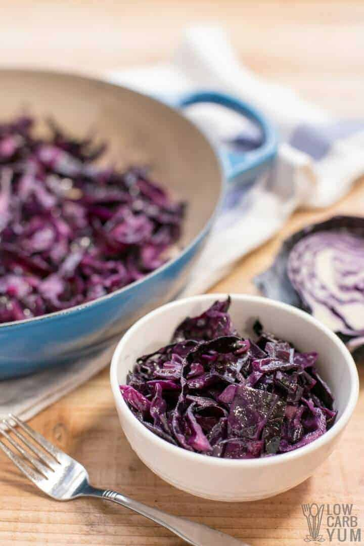 Easy to make sautéed red cabbage recipe with vinegar seasoning