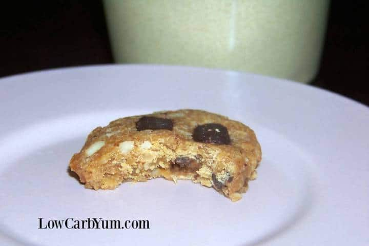 Keto flourless peanut butter chocolate chip cookies