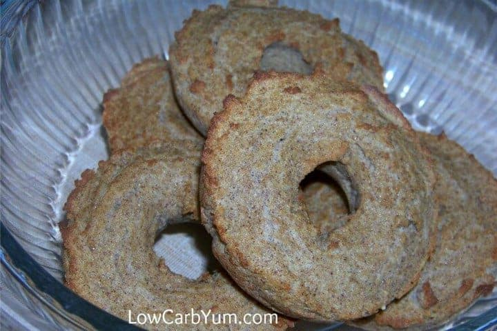 A tasty low carb French toast bagel that's sure to please. It's perfect with butter spread on top! This low carb bagel is great for breakfast on the go.