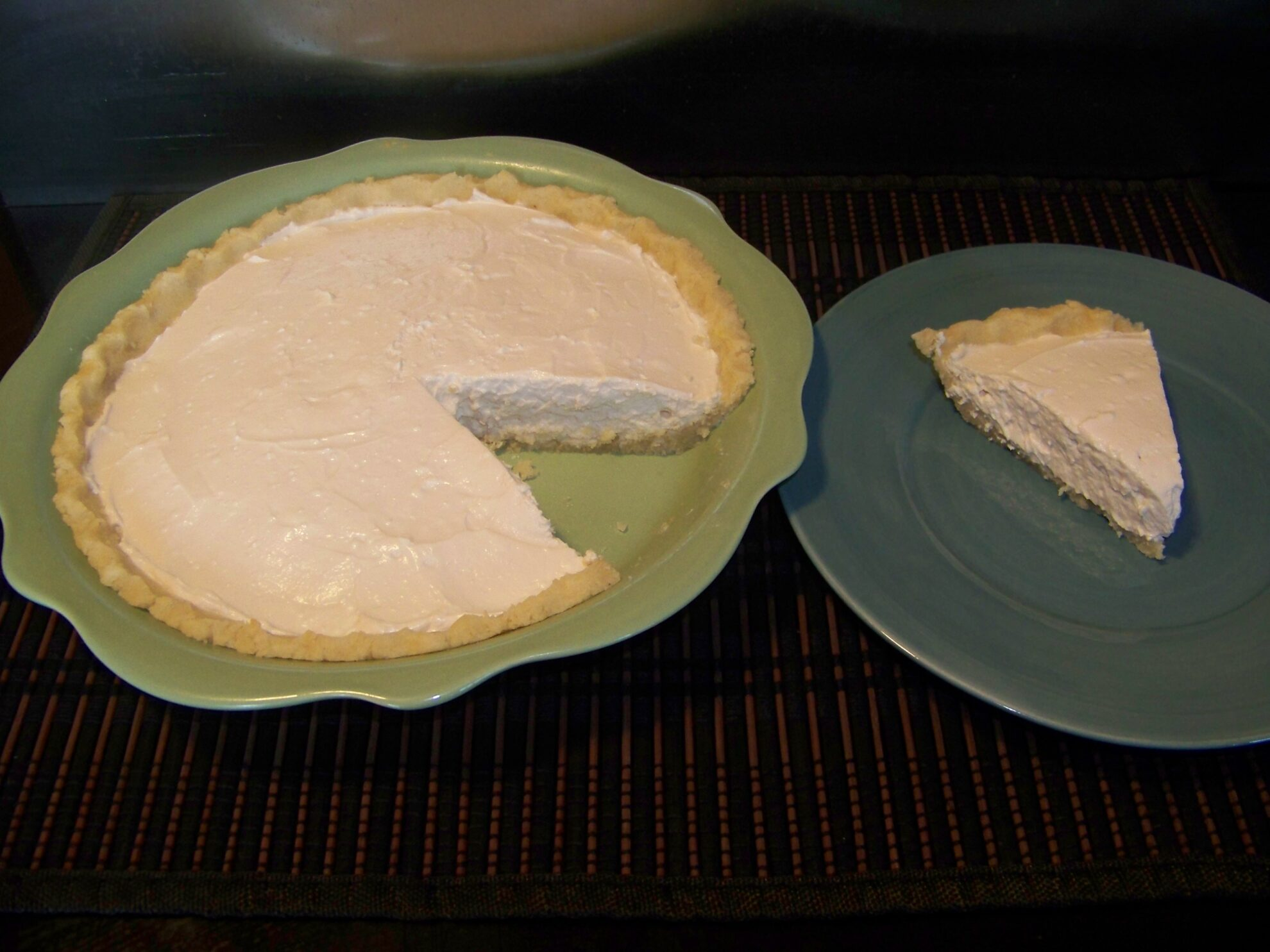 Creamy Key Lime Pie with Almond Flour Crust