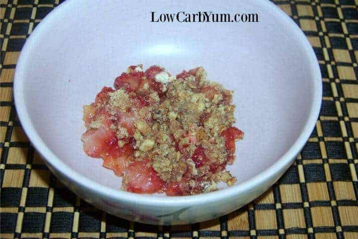 Easy strawberry rhubarb crisp