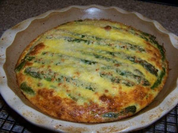 Crustless low carb asparagus quiche with spinach, mozzarella and ...