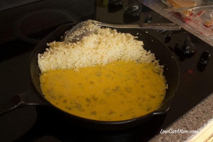 cooking eggs into garlic fried cauliflower