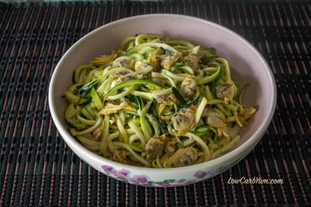 spiralized zucchini noodles white clam sauce