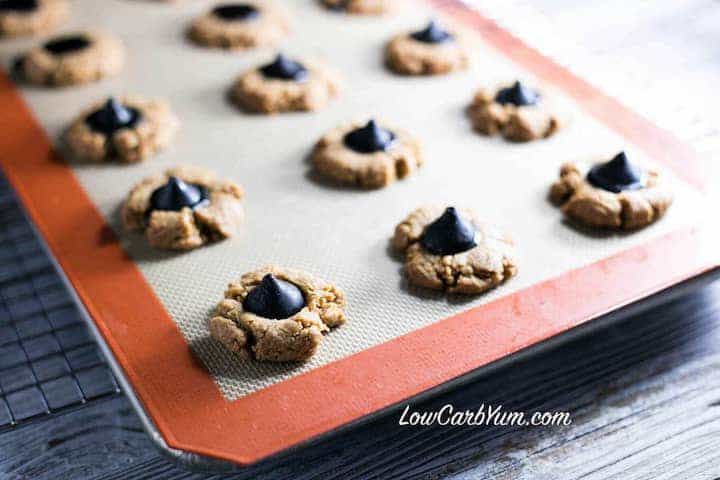 Simple low carb gluten free peanut butter blossoms recipe