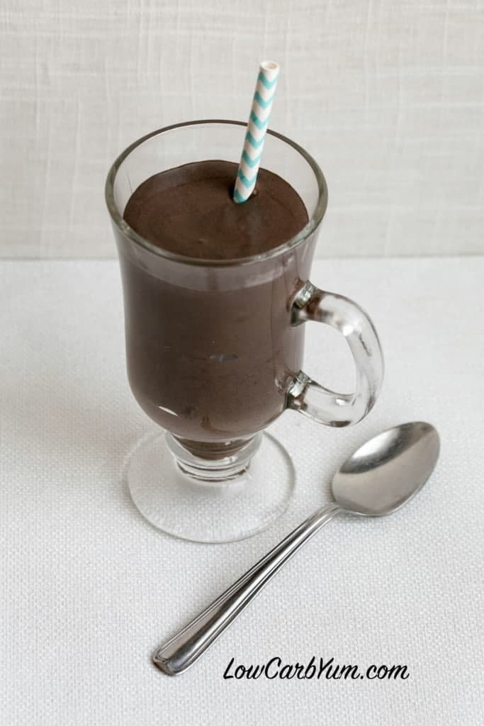 Making thick homemade milkshakes like the fast food restaurants is easy to do. Try this thick and rich low carb dark chocolate frosty milkshake!