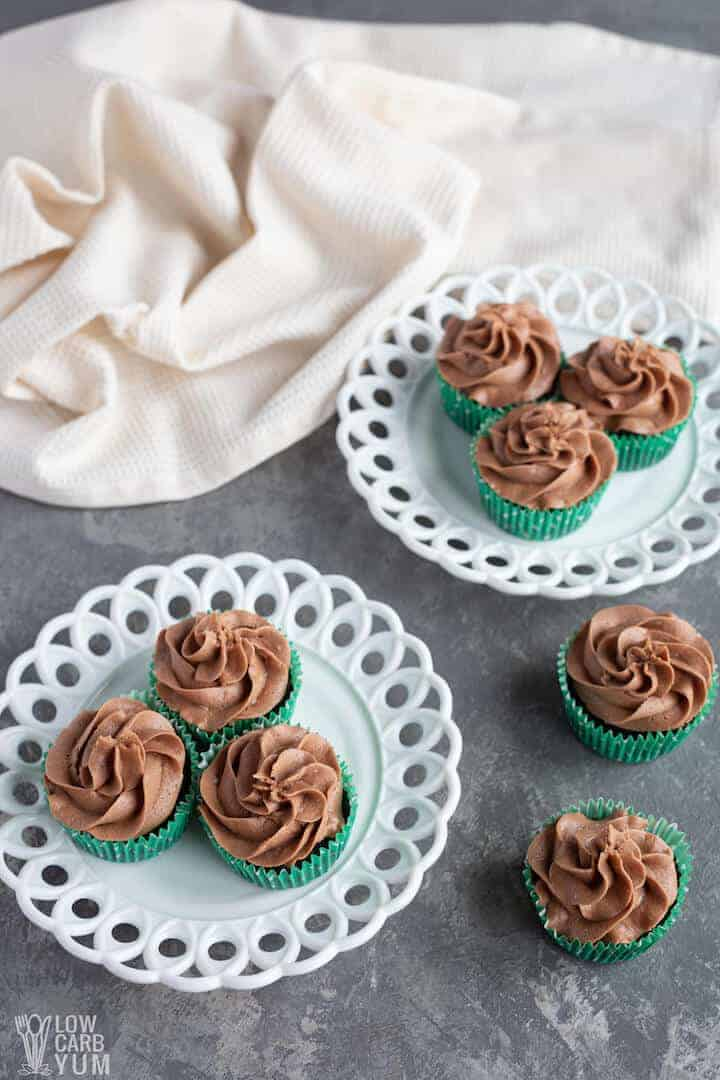 frosted keto chocolate cupcakes