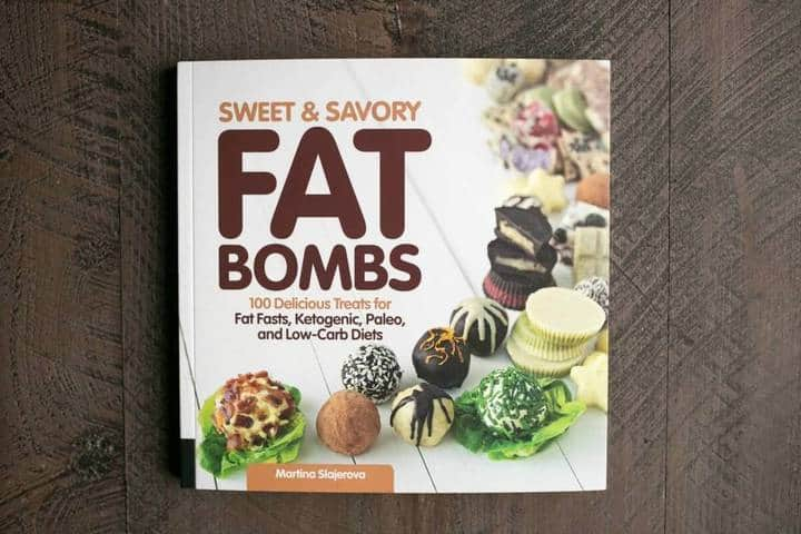 Low carb cheesy jalapeño fat bombs