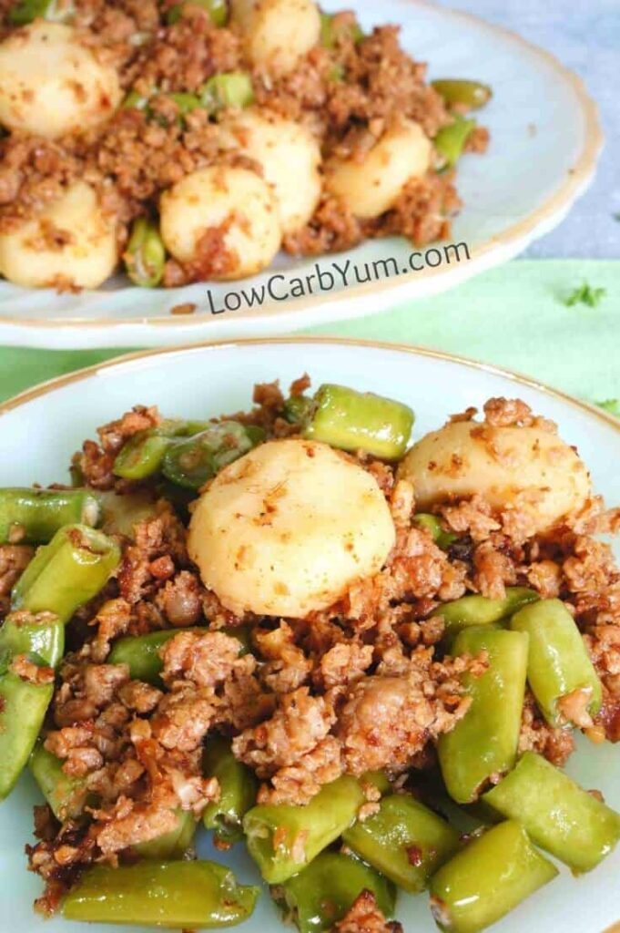 With green bean carbs being low, they are a great vegetable for a low carb diet. Try them in this hamburger green stir fry skillet recipe.