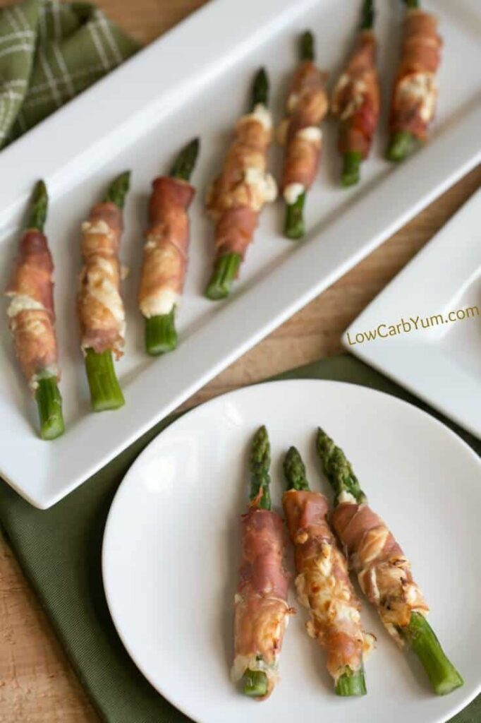Your friends and family will love this prosciutto wrapped asparagus cream cheese appetizer. It's a tasty low carb dish that requires only three ingredients.