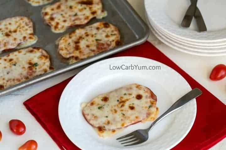 Low carb crustless pizza with ham and cheese