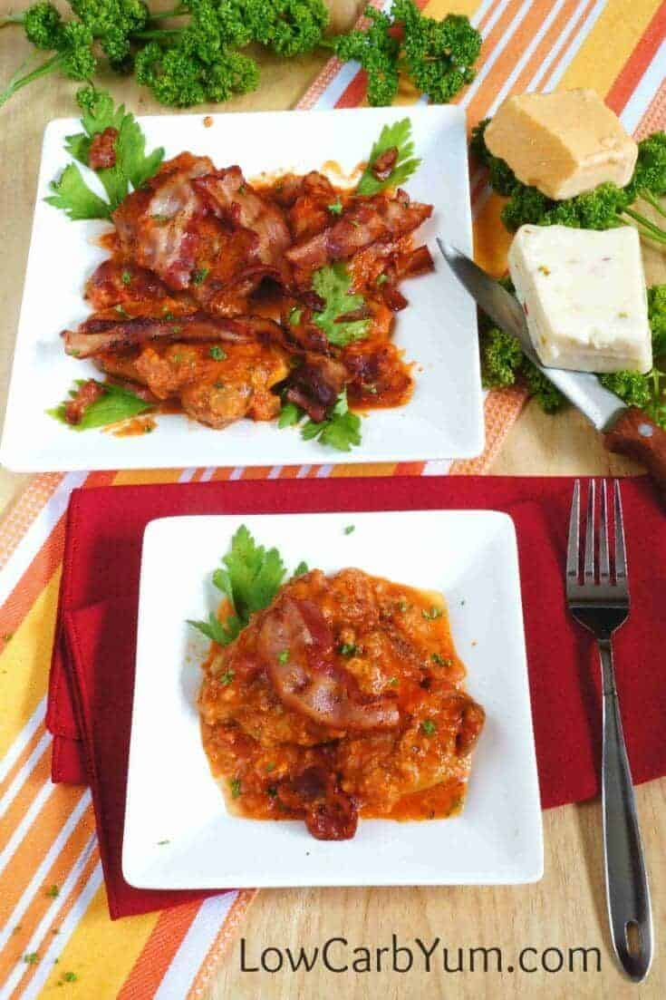 Chicken in tomato sauce with bacon and cheese