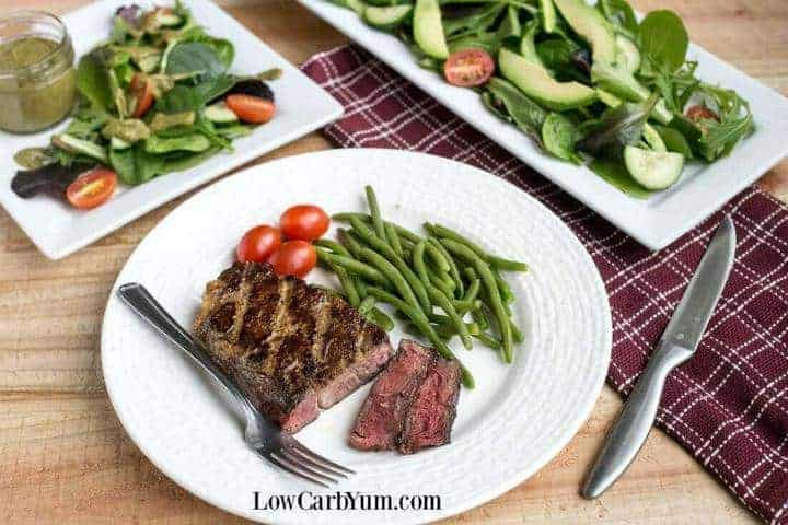 Steak with green beans and tomato