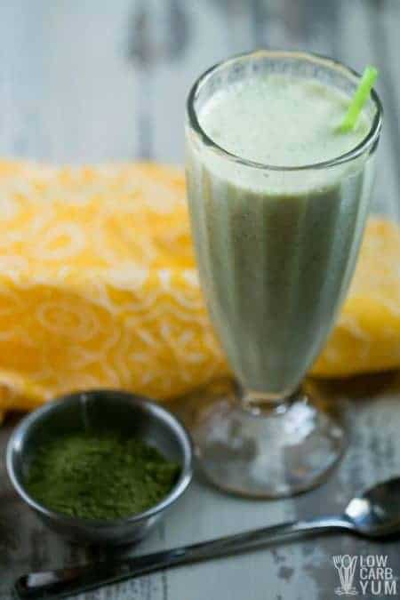 Simple matcha green tea smoothie