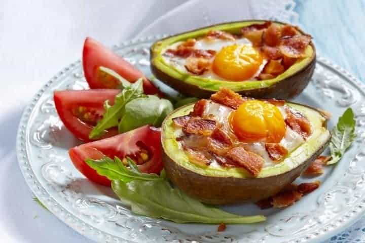 Low carb diet tips avocado boats with bacon and egg