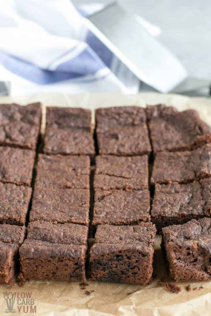 Sliced egg free brownies