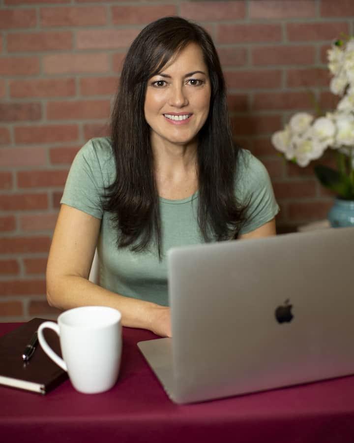 Lisa at laptop
