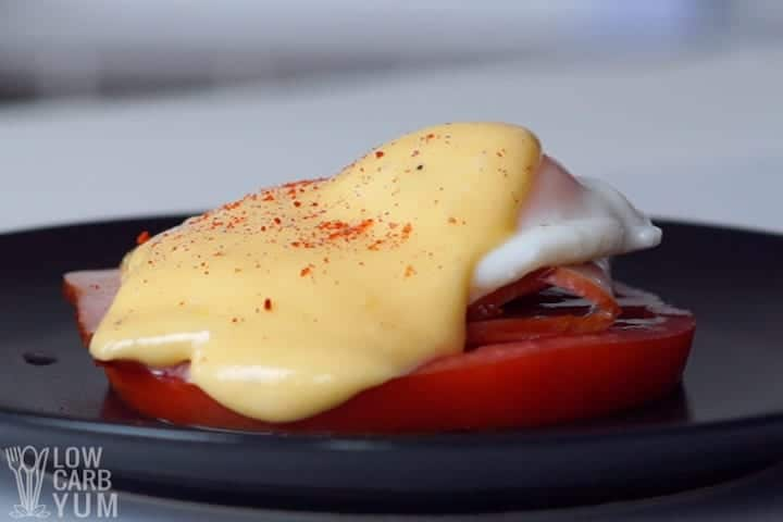 hollandaise sauce over poached egg