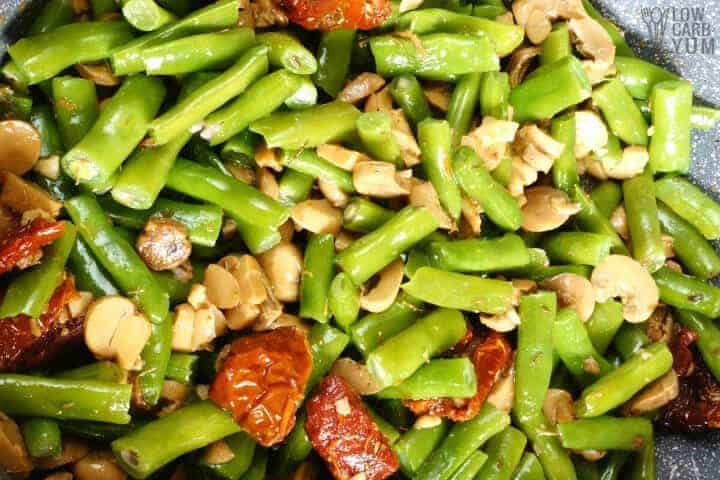 sauteed green beans in skillet