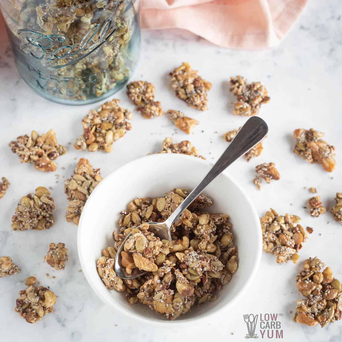 Receita de cereal sem cereais e sem açúcar da Keto Granola