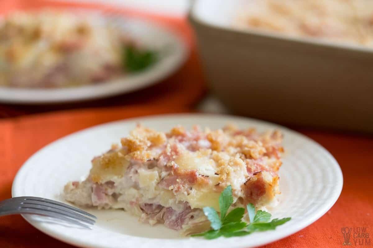 closeup of chicken cordon bleu casserole slice