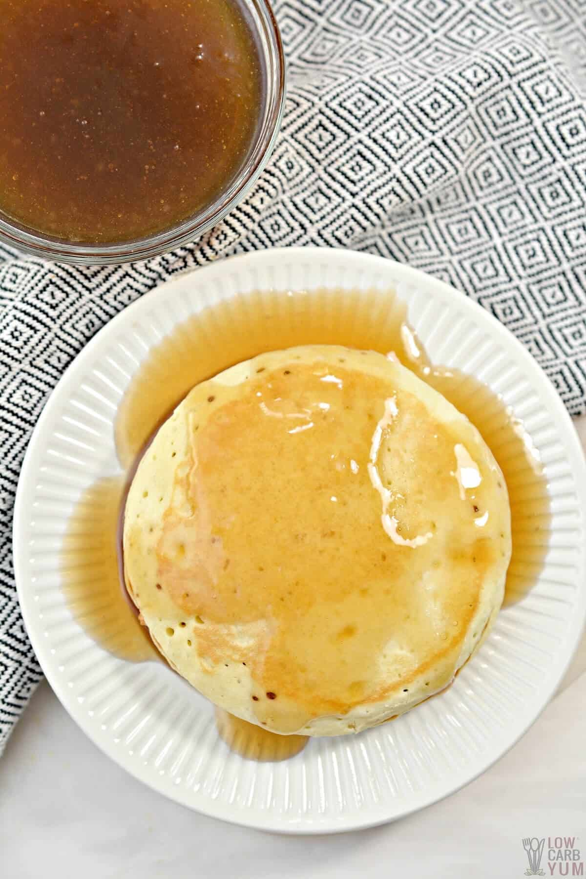 keto maple syrup over pancakes